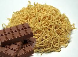 Benarkah? Makan Mie instan dan Coklat Bersamaan Bisa Sangat berbahaya